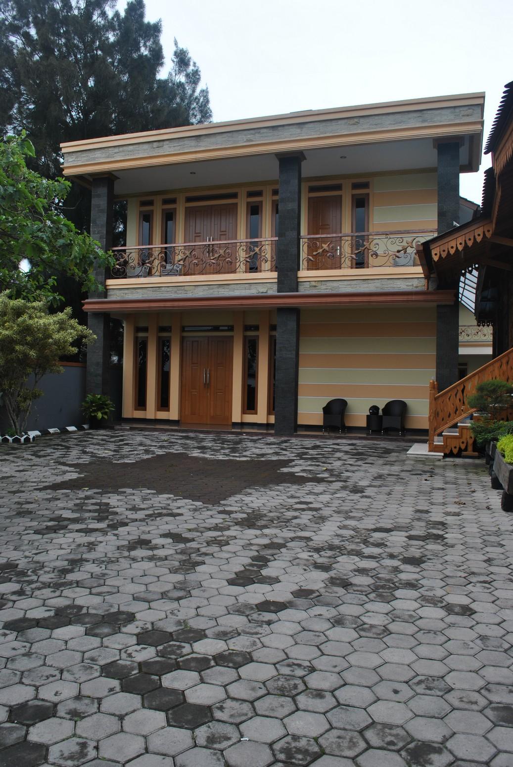 Sewa Villa Di Puncak Ada Kolam Renang Pribadi, Villa Hanjawar 10 Kamar